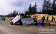 Xe tải mất lái, 3 người thương vong