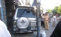 Ô tô mất lái, tông vào nhà dân khiến một người trọng thương