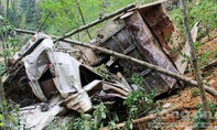 Xe tải lao xuống vực sâu 100m, 4 người thiệt mạng