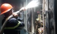 Cháy lớn phòng trọ, người dân ôm bình gas tháo chạy