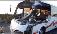 Xe khách tông xe tải trên đường cao tốc, 6 người thương vong