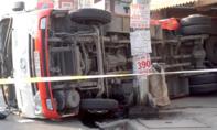 Xe container tông lật xe khách chở 20 người ở Bình Dương