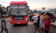 Sang đường, một phụ nữ bị xe khách tông tử vong