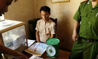 Bắt đối tượng người nước ngoài vận chuyển gần 2 bánh heroin vào Việt Nam