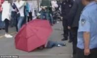Bé trai sống sót sau khi lấy ô làm dù nhảy từ tầng 10 xuống đất