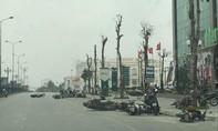 Gió lốc cuốn bay hàng chục người đang đi xe máy