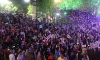 Hàng nghìn người đội mưa đến tham dự Festival nghề truyền thống Huế