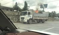 Xe tải phát hỏa trên QL51, tài xế nhanh trí dập lửa