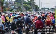 Hàng ngàn phương tiện xếp hàng dài tại phà Cát Lái