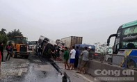 Tài xế xe tải ngủ gật gây tai nạn, giao thông ùn tắc 5km