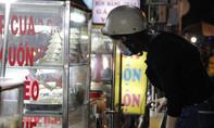 Đủ món ăn vặt quên sầu tại khu chợ hàng rong hợp pháp đầu tiên ở Sài Gòn
