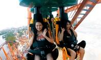 Du khách phấn khích với tàu lượn dạng treo lớn nhất Việt Nam