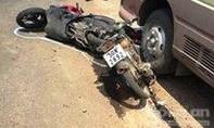 Xe khách tông liên hoàn 2 xe máy, 3 người thương vong