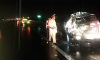 Xe tải va chạm ô tô trên cao tốc khiến 4 người bị thương