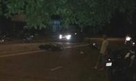 Vượt ẩu, 2 thanh niên bị xe tải cán tử vong