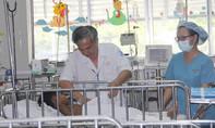 Trèo cây té, bé trai Campuchia bị suy thận suýt chết được cứu sống tại Việt Nam