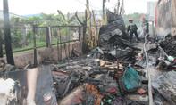 Cứu cụ bà 70 tuổi kẹt trong ngôi nhà bốc cháy ở Sài Gòn