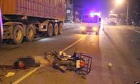 Truy tìm xe ô tô tông chết người giữa đêm khuya