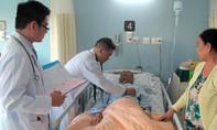 Bệnh nhân bấm bụng xin về chờ chết vì quá nghèo, không có bảo hiểm y tế