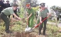 Ra quân trồng cây 'đời đời nhớ ơn Bác Hồ'