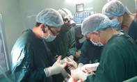 TP.HCM: 12 bác sĩ cắt khối bướu gan to bằng quả cam cứu bà cụ thoát cửa tử