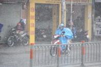 Cuối kỳ lễ, mưa chuyển mùa kèm dông sét xuất hiện ở TP.HCM