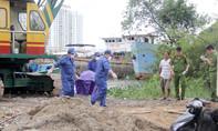 Xác người đàn ông nổi cặp du thuyền trên sông Sài Gòn