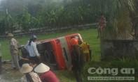 Xe buýt hãng Thạch Thành lại lao xuống ruộng khiến hành khách khiếp sợ