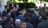 Video Tổng thống Thổ Nhĩ Kỳ đứng xem vệ sĩ xung đột với người biểu tình