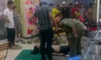 Người đàn ông bị nhóm côn đồ đánh gục trong quán nước ở Sài Gòn