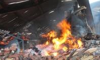 Công ty sản xuất đồ gỗ cháy suốt 24 giờ
