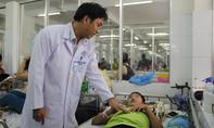 Xuyên đêm phẫu thuật cứu bé trai 11 tuổi té xe đạp bị dập tủy, liệt 2 chân, bí tiểu