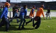 Chen lấn giẫm đạp khi xem bóng đá, 4 người thiệt mạng