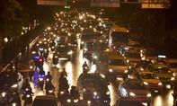 Clip sân bay Tân Sơn Nhất kẹt xe kinh hoàng trong chiều mưa