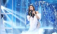 Danh ca Họa Mi khóc khi Phương Trinh Jolie hát về cuộc đời mình