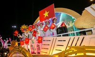 Nghệ sĩ và du khách hoà vào Lễ hội đường phố lớn nhất từ trước đến nay