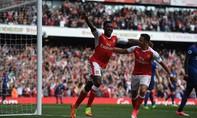 Arsenal bất ngờ đánh bại Manchester United trên sân nhà