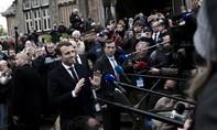 Nụ cười và nước mắt sau khi Macron đắc cử tổng thống Pháp