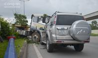 Xe container tông móp đầu ô tô, 2 người thoát chết
