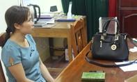 Một phụ nữ bị bắt cùng bánh heroin tại quán cà phê