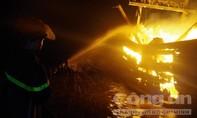 Trắng đêm dập lửa trên tàu cá