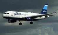 Máy bay hạ cánh khẩn cấp vì pin laptop của hành khách bất ngờ bốc cháy
