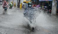 Clip người dân bì bõm sau cơn mưa như trút nước