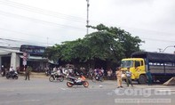 Qua đường thiếu quan sát, nam thanh niên bị xe tải tông nhập viện