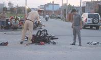 Hai thanh niên nghi đua xe tông vào ô tô, nguy kịch