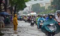 Hà Nội ngập nặng sau cơn mưa lớn vào sáng sớm