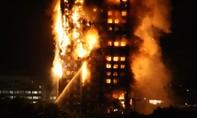 Tòa nhà khổng lồ ở London bị lửa thiêu trụi