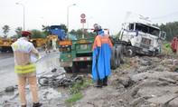Container tông chết 2 người ở dốc cầu 'tử thần'
