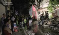 TP.HCM: Tiệm sơn xe bốc cháy trong đêm