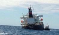 Khẩn trương giải cứu tàu dầu nước ngoài mắc cạn